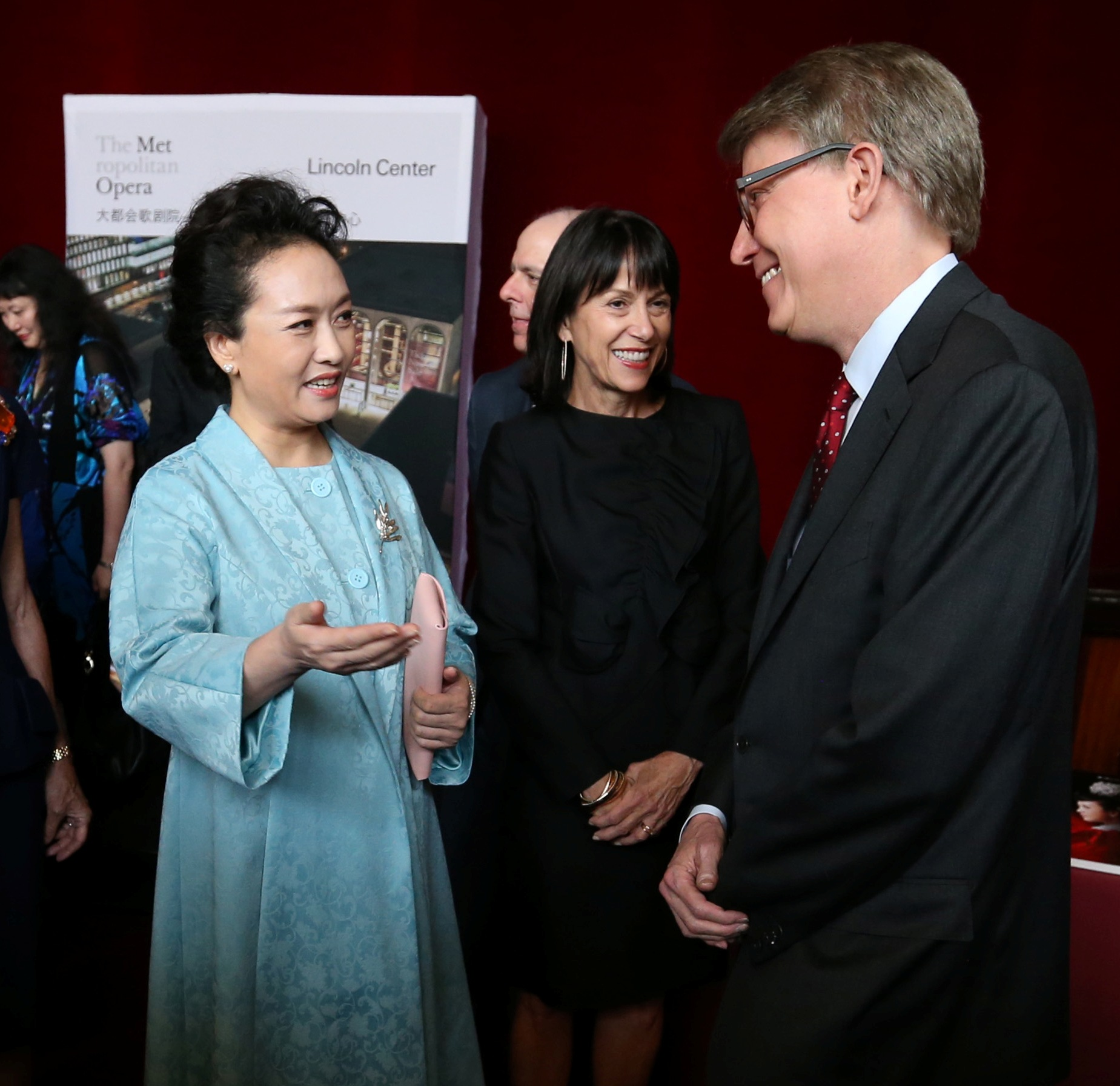 Bob photo with First Lady of China October 2015